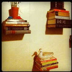 creative shelves Floating Books, Floating Shelves, Hobbit Hole, The Hobbit, Home Projects, Projects To Try, Hanging Curtain Rods, Shelving Ideas, Create Space