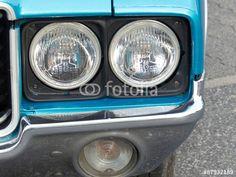 Blaues Oldsmobile Cutlass Coupé aus den Siebziger Jahren mit Doppelscheinwerfern und viel Chrom in Krofdorf-Gleiberg