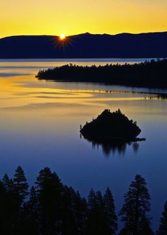 Emerald Bay, Lake Tahoe, California | #holidayspots4u