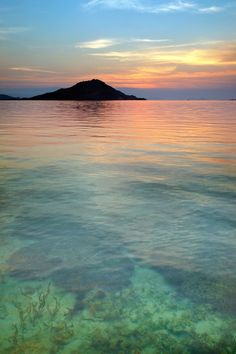 Peaceful Ocean - transition from seeing into the water , to its reflection and gradation of color