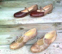 Etualalla on Marja-Leena Pellikan valmistamat mateennahkaiset kengät, taustalla olevien Helli Ojamaan tekemien kenkien takaosaan on käytetty lohen nahkaa.