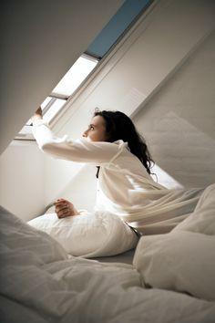 Mørklegg eller demp innkommende lys med 2 gardiner i en