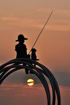 Sunset Silhouettes - boy & his dog Silhouette Fotografie, Silhouettes, Ligne D Horizon, Art Beauté, Cool Photos, Beautiful Pictures, Silhouette Photography, Gone Fishing, Fishing Rod