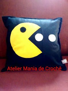 Almofada decorativa em feltro e enchimento siliconado. <br>Ótima para deixar seu lar ou o quarto do seu pequeno (a) mais divertido. Sewing Projects For Kids, Sewing For Kids, Funny Pillows, Cushion Covers, Refashion, Playroom, Diy And Crafts, Patches, Bedroom Decor