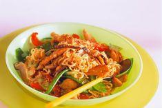 Chow mein met peultjes en kip - Recept - Allerhande