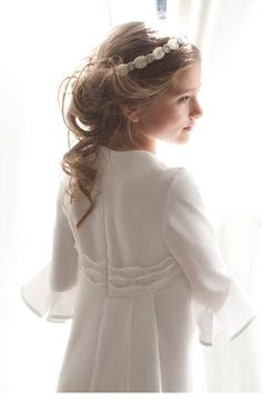First communion and special occasion dresses for girls Kids Updo Hairstyles, Flower Girl Hairstyles, Latest Hairstyles, Wedding Hairstyles, First Communion Veils, Holy Communion Dresses, Communion Hairstyles, Cute Ponytails, Baptism Dress