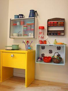 Love this play kitchen Annchen: Smugkig: Karolines værelse Diy Play Kitchen, Kitchen Nook, Kid Kitchen, Kitchen Ideas, Modern Kitchen Design, Interior Design Kitchen, Layout Design, Old Tv Stands, Etagere Cube