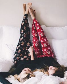 girls legging Article Physique: Flowering panorama bushes are the crown jewels of the yard. Christmas Tights, Cute Christmas Pajamas, Christmas Leggings, Christmas Print, Winter Leggings, Christmas Outfits, Ideas Fotos Tumblr, Bff, Snowflake Leggings