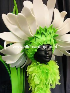 Excellent simple ideas for your inspiration Flower Hats, Flower Dresses, Fancy Costumes, Halloween Costumes, Fairy Costume For Girl, Foam Wigs, Book Week Costume, Little Shop Of Horrors, Recycled Fashion
