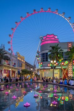 Going to Las Vegas? If the answer is yes, then you need to check out this article on how to ride the High Roller in Las Vegas. This is the world's largest observation wheel and it is done up Vegas style - a can't miss attraction! Las Vegas Strip, Linq Las Vegas, Las Vegas Nevada, Las Vegas Vacation, Travel Vegas, Italy Vacation, Vegas Style, Vacation Destinations, Travel Photos
