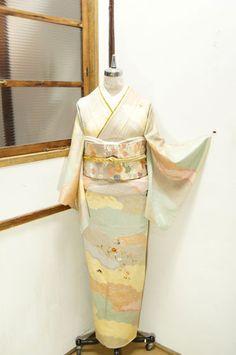 金彩の装飾模様と鹿の子本絞りの浮雲美しく、しだれ花の刺繍と蝶々があしらわれた付下げ訪問着です。 2 Colours, Neutral Colors, Japanese Outfits, Yukata, Two Piece Skirt Set, Scene, Asian, Costumes, Formal