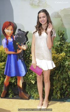 Bailee Madison  'Legends of Oz: Dorothy's Return' premiere - Arrivals http://www.icelebz.com/events/_legends_of_oz_dorothy_s_return_premiere_-_arrivals/photo4.html
