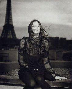 Liv Tyler devant la Tour Eiffel - Paris - France