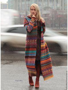Купить или заказать Пальто 'Жизнерадостное 2015' в интернет-магазине на Ярмарке Мастеров. Авторская работа. Яркое, жизнерадостное весеннее (осеннее) пальто. Связано из тонкой экологически-чистой овечьей пряжи. Перед сборкой детали пальто заваляны, что делает вещь менее продуваемой в ветреную погоду и не дает полотну деформироваться (растягиваться) во время носки. Не смотря на то, что пальто достаточно тонкое, оно очень теплое. Носить можно от +10 и выше. Авторская работа.