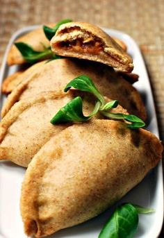 Butternut squash, onion and hazelnuts turnovers Veggie Recipes, Vegetarian Recipes, Cooking Recipes, Healthy Recipes, Healthy Drinks, Healthy Food, Food Porn, Salty Foods, Street Food