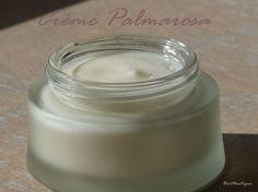 N 'ayant plus de crème de jour, j'en ai fait une pour ma peau sensible à tendance mixte sujette aux petits boutons. Cette crème à une légère odeur de rose citronné ! Ingrédients pour 50 ml : Phase aqueuse : - 15 gr eau florale de lavande (adoucit, régule...