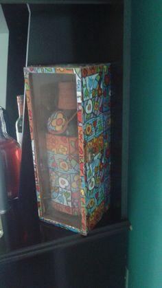 Conjunto de porta garrafa e garrafa com motivo Romero Brito