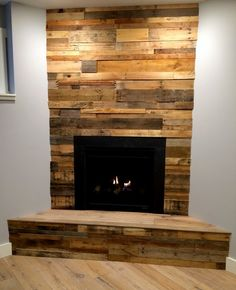 Should this go around the fireplace in the great room. Simple fireplace decoration with reclaimed wood paneling Pallet Fireplace, Porch Fireplace, Wood Fireplace, Reclaimed Wood Fireplace, Wood Fireplace Surrounds, Small Bedroom Remodel, Remodel Bedroom, Fireplace, Diy Fireplace