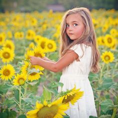 Sunflower Fields l Kid Photography Sunflower Field Photography, Summer Photography, Sunflower Art, Sunflower Fields, Sunflower Family, Family Portrait Photography, Children Photography, Infant Photography, Photography Props