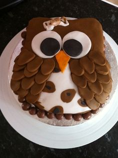 DIY Owl cake using leaft shape cutters for wings! by: vintageweddingpartyco