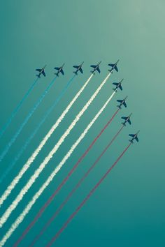 Everyone loves the Air Show! || Patriotic jets flying high... ★ Red, White, & Blue ★ Independence Day ★ 4th of July