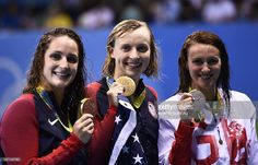 USA's Katie Ledecky (C) poses on the podium with silver medallist Britain's Jazz Carlin (R) and bronze medallist USA's Leah Smith after she won the Women's 400m Freestyle Final during the swimming event at the Rio 2016 Olympic Games at the Olympic Aquatics Stadium in Rio de Janeiro on August 7, 2016. / AFP / Martin BUREAU