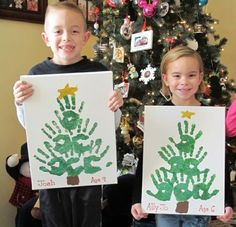 Christmas Crafts for Kids to Make - 26 DIY Easy Decorations for Children. Are you looking for some fun and easy Christmas crafts for kids to make at home or in school? Save collection of DIY decorations to make with your children! Christmas Tree Painting, Christmas Tree Crafts, Cool Christmas Trees, Christmas Projects, Christmas Gifts, Christmas Decorations, Handprint Christmas Tree, Christmas Ideas, Christmas Crafts For Kids To Make Toddlers