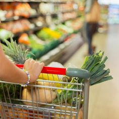 Slash your grocery costs with these smart tips. Cooking Tips, Basic Cooking, Money Saving Meals, Food Hacks, Food Tips, Smoothie Ingredients, Eat Smart, Shopping Hacks, Easy Healthy Recipes