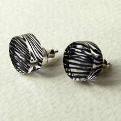 Sarah Ngton Is A Contemporary Jewellery Designer Working In Dyed Acrylic And Silver Brighton Uk