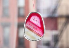 Make your own agate-slice suncatchers. #DIY