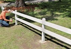 13 Cheap Fence Ideas That Still Protect Your Yard This is a short fence but it can help your kids at least get the idea not to go out of the yard. It also looks nice and helps to create a cute dividing line instead of a privacy fence. Country Fences, Rustic Fence, Farm Fence, Diy Fence, Fence Landscaping, Backyard Fences, Garden Fencing, Fenced In Yard, Front Yard Fence Ideas