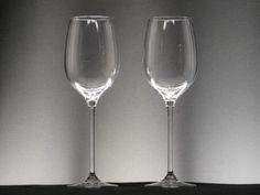 Juego de 2 Copas de Vino, Modelo SOLANUM-460, de la marca de cristal Toujours-Cristal SÈVRES.     El cristal para uso diario con la calidad y el prestigio de SÈVRES. Elegantes copas para disfrutar en su mesa de los mejores vinos.
