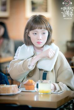 The deadliest stare of Bok Joo. Actually I was laughing so hard in this scene. Joon Hyung's life and death situation