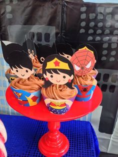 Loving these cupcakes at a Superhero Party! See more party ideas at… Minions, Wonder Woman Birthday, Superhero Theme Party, Avengers Birthday, Boy Birthday Parties, Birthday Ideas, Baby Party, Diy, Party Ideas