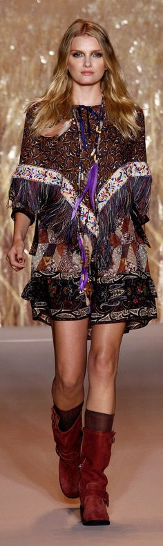 ✪ Native American Influence in Anna Sui Ready-To-Wear Spring/Summer 2011 ✪ http://www.vogue.co.uk/fashion/spring-summer-2011/ready-to-wear/anna-sui/full-length-photos#
