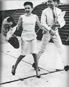Judy Garland with her fourth husband Mark Herron at the London Airport Judy Garland Liza Minnelli, Trip The Light Fantastic, London Airports, Dynamic Duos, Retro Baby, Stars Then And Now, Famous Couples, Inspiring Women, Old Hollywood Glamour