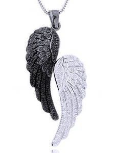Black and White Angel Wings... ... ... white is Jace Herondale's, black is Jonathan Morgenstern's from City of Lost Souls. The Mortal Instruments =)