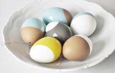 lackierte Ostereier // colourful easter eggs by na.hili via DaWanda.com