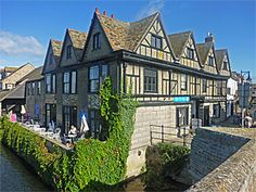 This old Jacobean house (now shops and restaurants), on the town side of the bridge, dates from around 1600, but it has been much changed inside. It is sometimes called the Manor House - but it was never that! It is one of the few buildings in the centre of town that escaped the 1689 fire.