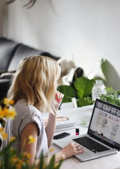 24 Best Work At Home Career And Business Ideas For Women Lifestyle Business Portrait, Business Headshots, Business Photos, Business Ideas, Photography Women, Lifestyle Photography, Amazing Photography, Photography Ideas, Photography Branding