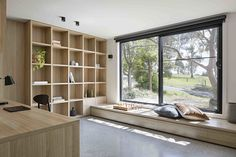 Innenarchitektur Inbetween Architecture Completes a Home Renovation in Doncaster, Australia Black is Home Office Design, Home Office Decor, House Design, Home Decor, Office Ideas, Office Furniture, Furniture Ideas, Office Designs, Desk Ideas