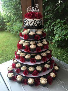Christmas Wedding Cakes, Black Wedding Cakes, Wedding Cake Rustic, Wedding Cakes With Cupcakes, Cool Wedding Cakes, Wedding Cake Designs, Red Wedding, Wedding Cake Toppers, Gothic Wedding Cake