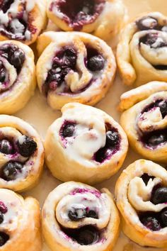 Blueberry Cinnamon Rolls made with 2 ingredient weight watchers dough! No yeast, 20 minutes and easily made vegan, gluten free and dairy free! Blueberry Cinnamon Rolls, Blueberry Sweet Rolls, Vegan Blueberry, Blueberry Recipes, Bagels, Healthy Desserts, Dessert Recipes, Breakfast Recipes, Paleo Breakfast