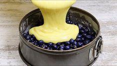 Vynikajúci a rýchly recept na ovocný koláč so super-jemným cestom a rýchlou prípravou.Našli sme ho pre vás na youtube.Potrebujeme:3 vajcia200 gramov kr. cukruvanilkový cukor podľa chuti200 ml biely jogurt1 šálka hl. múky10 g prášku do … Muffin Recipes, Pie Recipes, Yogurt Pie, Pie In The Sky, Cake Factory, Blue Berry Muffins, Blueberry, Easy Meals, Food And Drink