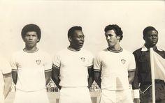 Em 1978 o Fluminense excursionava pela África e descobriu que Pelé estava por lá fazendo propaganda de obras da Intelbrás. Foi convidado para dar o pontapé inicial do amistoso contra o Racca Rovers, da Nigéria, mas um mal entendido fez a torcida achar que o rei jogaria a partida. Resultado: superlotação e Pelé foi convencido a atuar para evitar uma tragédia nas arquibancadas. Como estava aposentado há seis meses, jogou o primeiro tempo. O Flu venceu o jogo por 2x1.