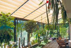 Stilvoller Sonnenschutz aus Holzstäbchen