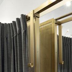 retail design | dressing room detail | brass | C6-POUENAT-BOUTIQUE-STOULS-©Robida_18_HD