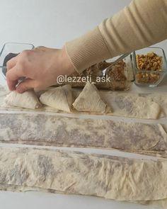"""7,162 Beğenme, 85 Yorum - Instagram'da lezzet-i_ask (@lezzeti_ask): """"Hayırlı akşamlar hazır yufka ile yapılacak en güzel böreklerden👍 Çift kat yufka arası bol yaglı…"""" Turkish Recipes, Spanish Food, Empanadas, Cakes And More, Vegan, Bread Recipes, Turkish Delight, Food And Drink, Snacks"""