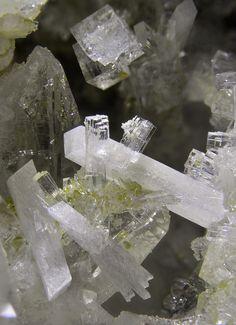 Laumontite, Stellerite, Chabazite, Quartz - Switzerland