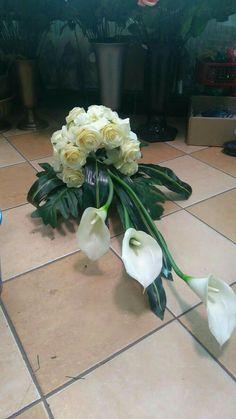 Church Flower Arrangements, Christmas Arrangements, Beautiful Flower Arrangements, Floral Arrangements, Beautiful Flowers, Grave Flowers, Church Flowers, Fall Flowers, Funeral Bouquet
